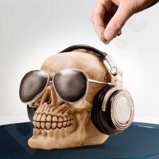 Kaukolės formos taupyklė su akiniais ir ausinėmis