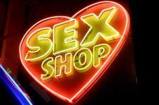 Ekskursija erotinių prekių parduotuvėje. Penkiems žmonėms.